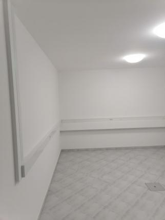Oddamo poslovni prostor v Novem mestu za pisarno ali salon