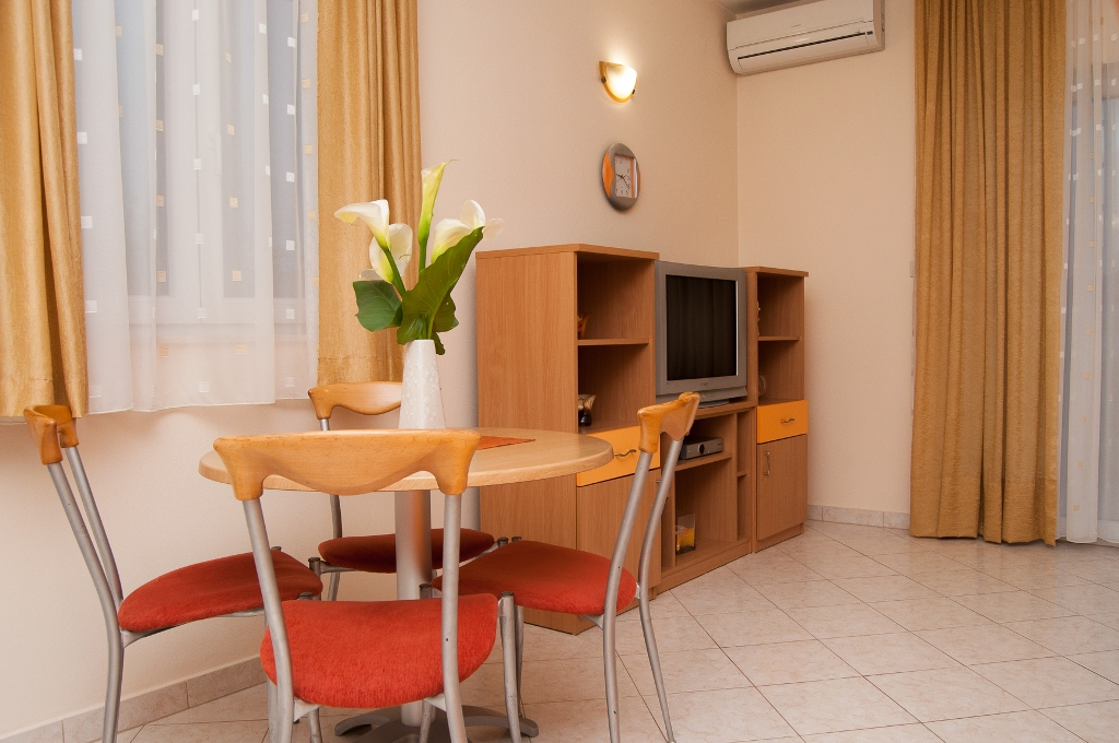 Apartmani Komarna - Narančasti ap.